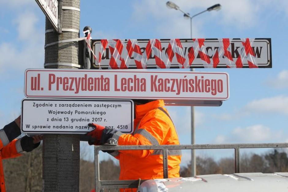 """Tablice """"ul. Prezydenta Lecha Kaczyńskiego"""" już wiszą w Gdańsku"""