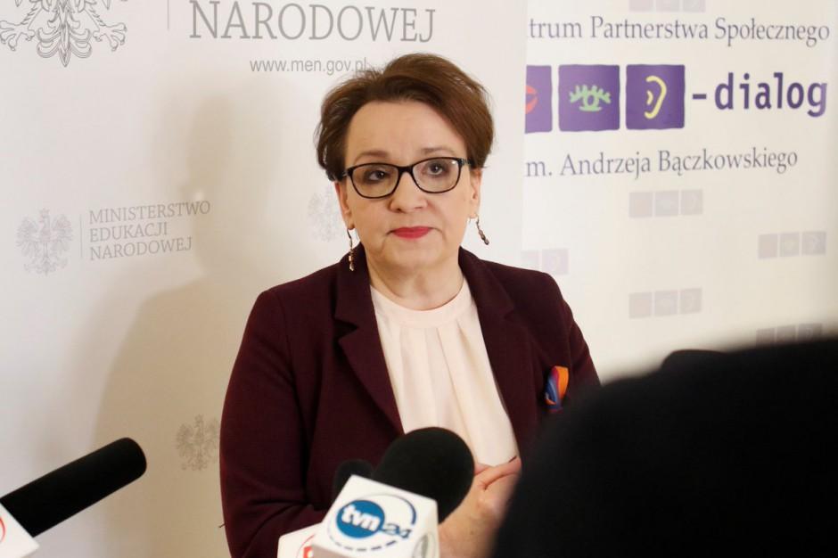 Anna Zalewska chce powołać zespół ds. zmian wynagradzania nauczycieli