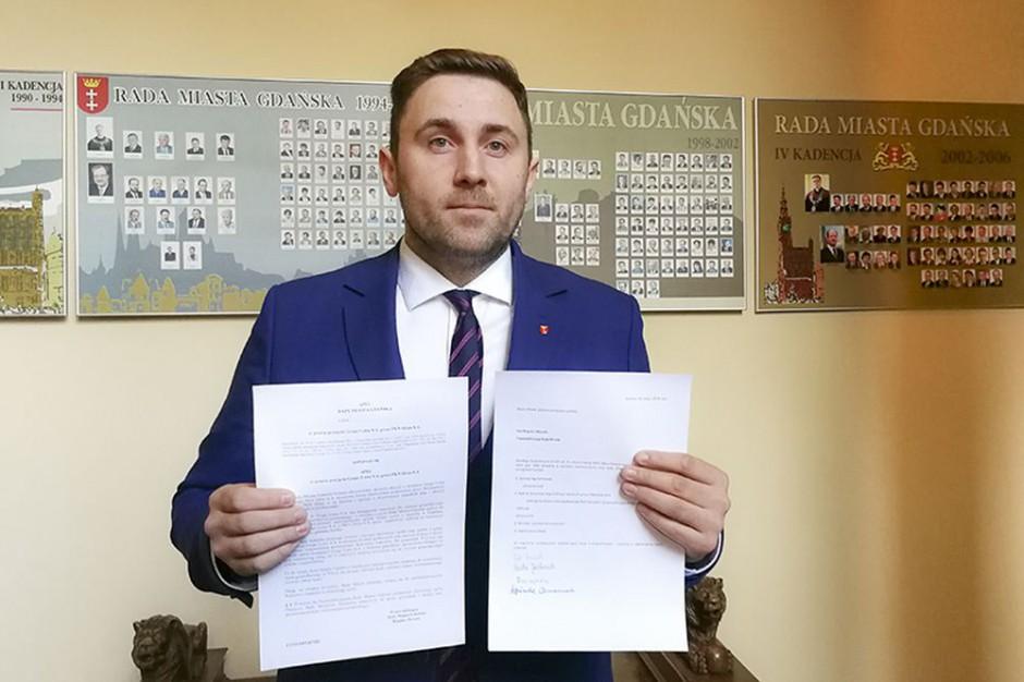 Gdańscy radni będą głosować nad apelem w sprawie fuzji Lotosu i Orlenu