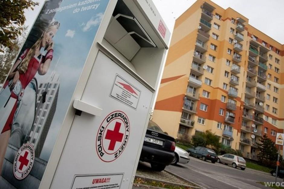 Wrocław. Radny PiS zarabiał, sprzedając odzież z PCK