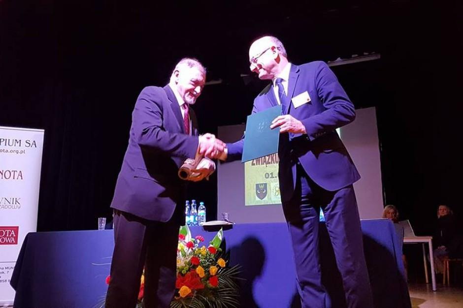 Zgromadzenie ogólne ZMP w Żywcu: Miasta nagradzają burmistrza i przedstawicieli ministerstwa