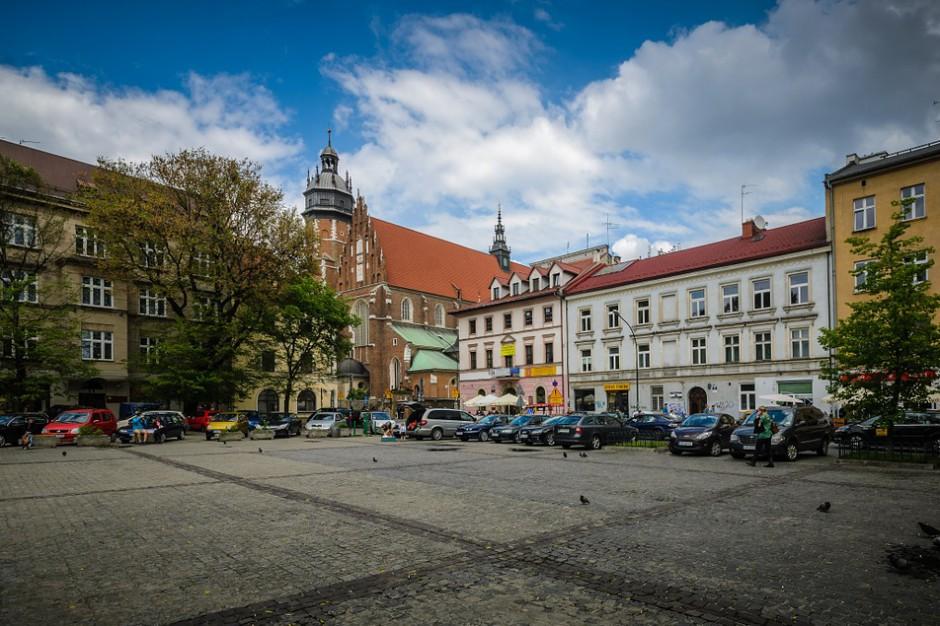 Komisja zajmie się sprawą miejsc parkingowych w Krakowie? Decyzja należy do rady