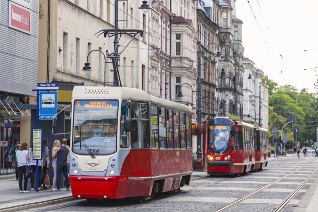 Zmodernizowany tramwaj 105N na ul. 3 Maja w Katowicach. Fot. katatonia82 / Shutterstock.com