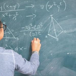 """Satysfakcji brak.  Nastroje, jakie panowały w pokojach nauczycielskich na myśl o wzroście wynagrodzenia po części obrazują wyniki ankiety, jaką na swojej stronie przeprowadził """"Głos nauczycielski"""", tygodnik wydawany przez ZNP. Wynika z niej, że aż 95 proc. nauczycielijest niezadowolonych z wysokości otrzymanej podwyżki. 3 proc. ankietowanych na pytanie """"Nauczyciele otrzymają od kwietnia 5,35 proc. podwyżki. Czy czujesz się doceniona/doceniony przez MEN"""" odpowiedziało """"trudno powiedzieć"""". Zaś 2 proc. uznało, że tak też się poczują. (fot.shutterstock)"""