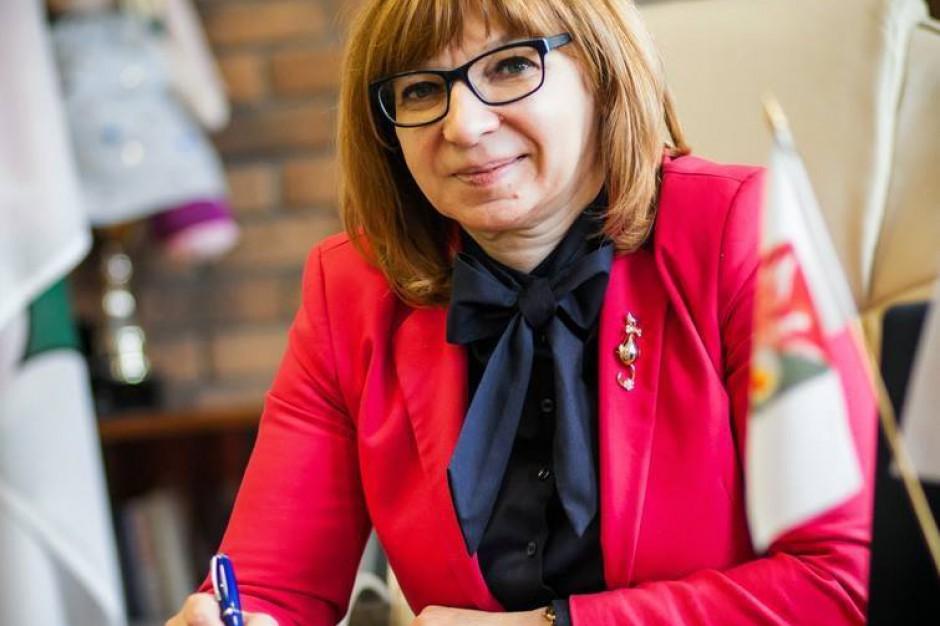 Burmistrz Wołomina Elżbieta Radwan pozywa Radę Miejską