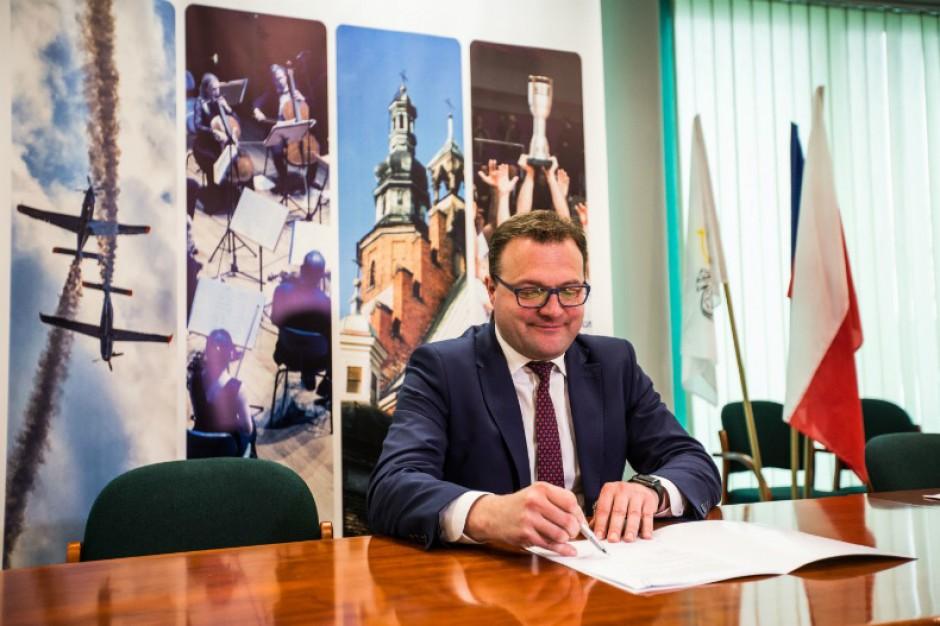 Prezydent Radomia podpisał umowę dot. dofinansowania przebudowy alei Wojska Polskiego