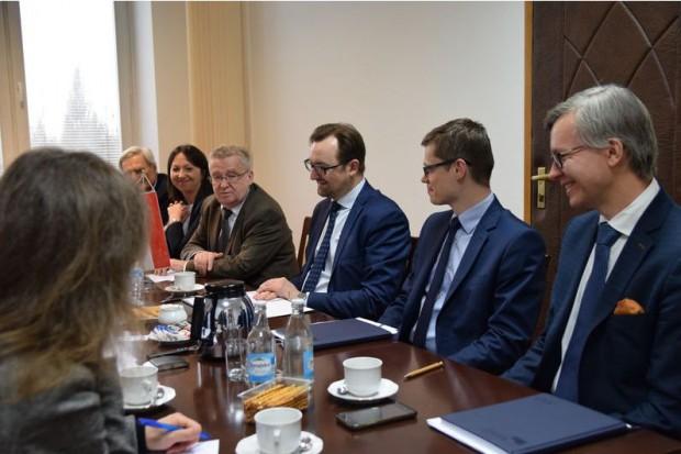 Wiceminister środowiska Sławomir Mazurek spotkał się z przedstawicielami delegacji Norwegii (fot..mos.gov.pl)