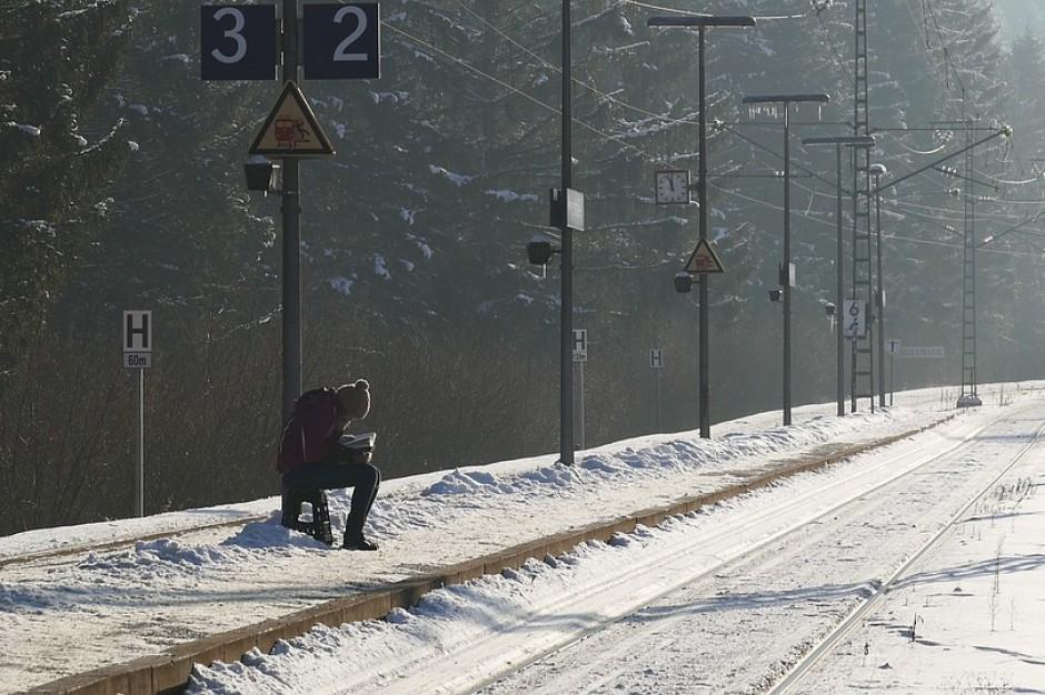 Świętokrzyskie: trudne warunki na drogach po opadach śniegu
