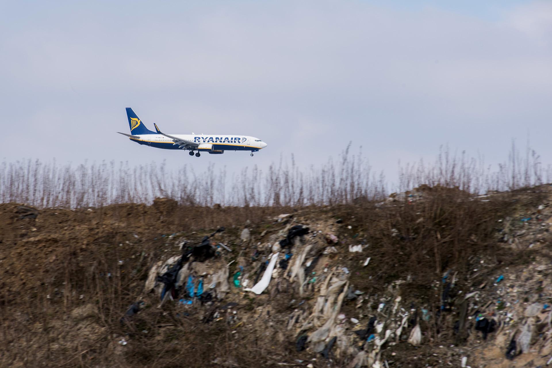 W 2016 r. już za obecnego burmistrza Zakroczymia na składowisku odbyła się kontrola z udziałem przedstawicieli gminy i lotniska Warszawa-Modlin (fot. mat. pras)