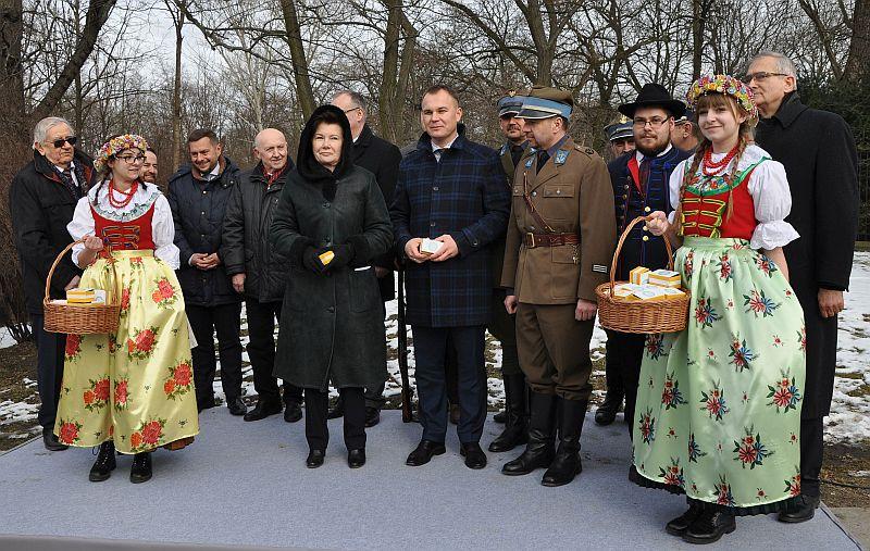 Uroczystość odbyła się w miejscu, w którym zgodnie z uchwałą Rady Miasta stanie monument, czyli u zbiegu Al. Ujazdowskich i ul. Agrykoli. Fot. mat. pras.