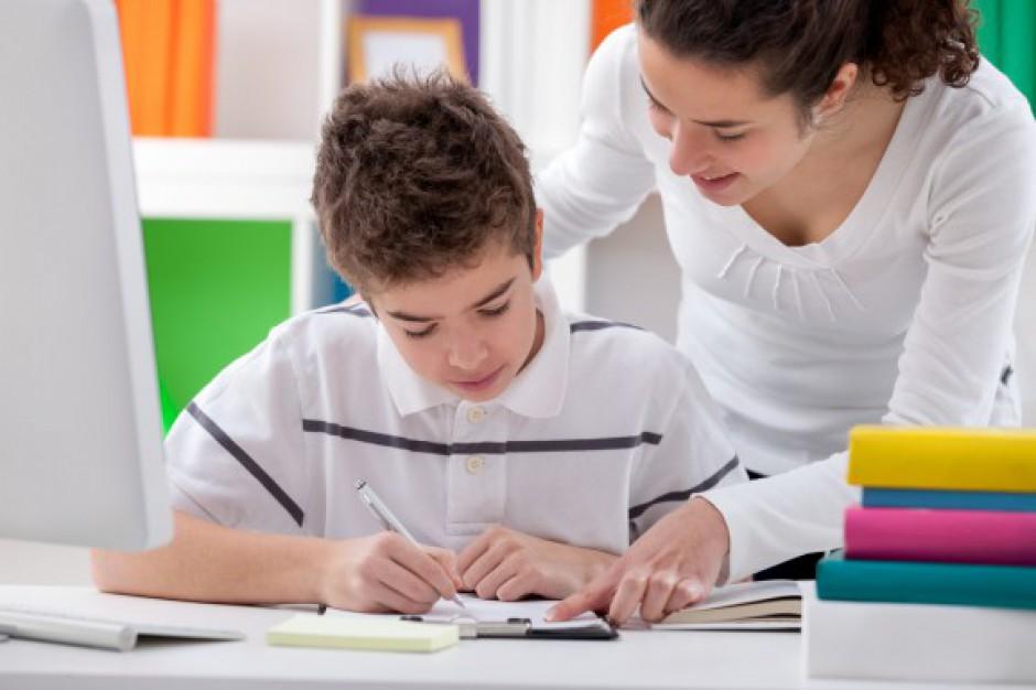 Mniej pieniędzy na edukację domową. Posłanka: PiS zapędza dzieci do ławek