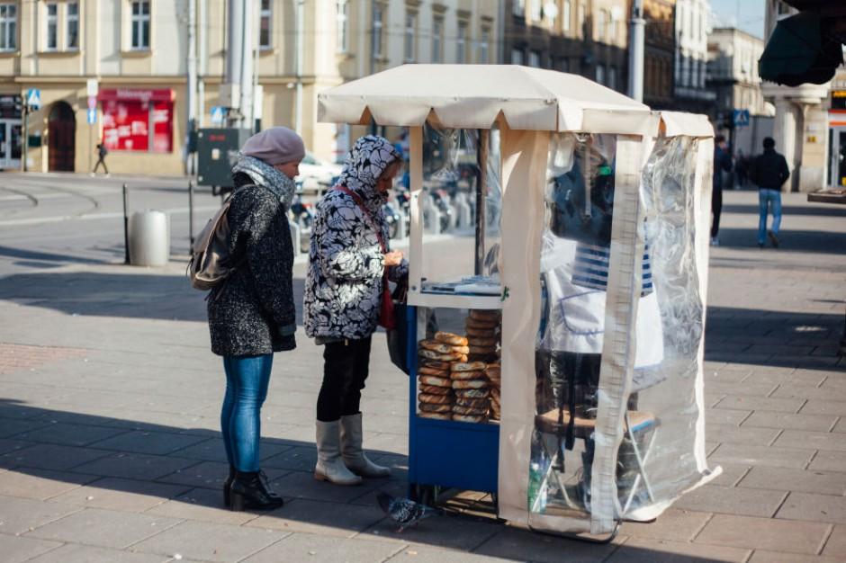 Kraków chce zmienić wygląd stoisk z pamiątkami i obwarzankami. Miasto zapłaci za najlepsze pomysły