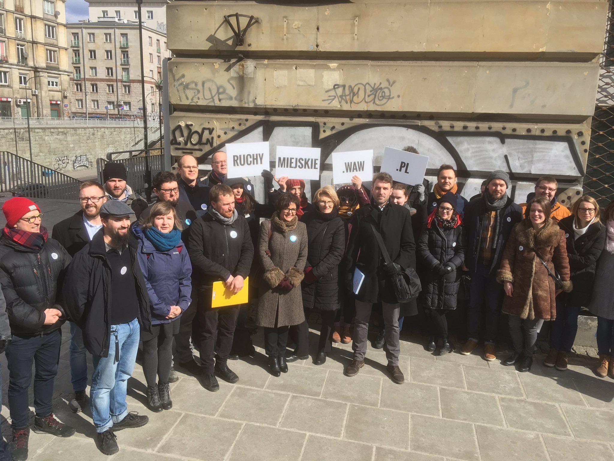 Warszawskie ruchy miejskie ogłaszają decyzję o wspólnym starcie w wyborach samorządowych. Fot. twitter