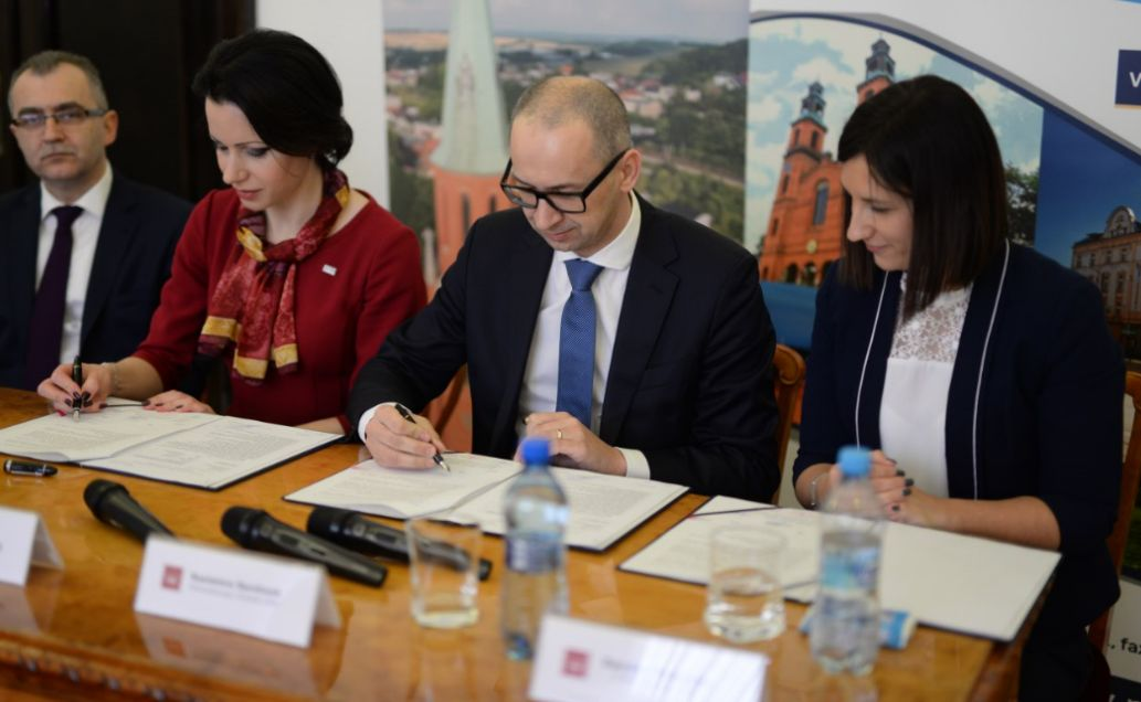 Podpisanie umowy (fot.mat.pras.)