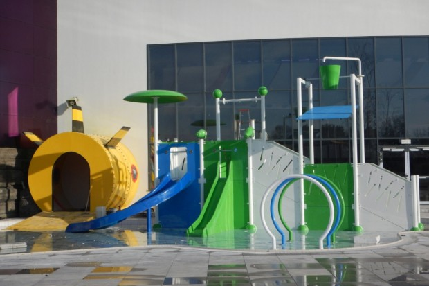 Powierzchnia użytkowa tyskiego aquaparku to 16 tys. m kw., z czego 1,7 tys. m kw. to powierzchnia basenów, w tym 400 m kw. basenów zewnętrznych