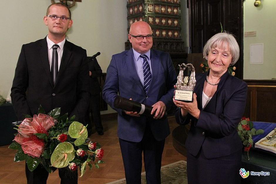 Nowy Sącz odbiera tytuły honorowego obywatela miasta. Józef Oleksy następny na liście?