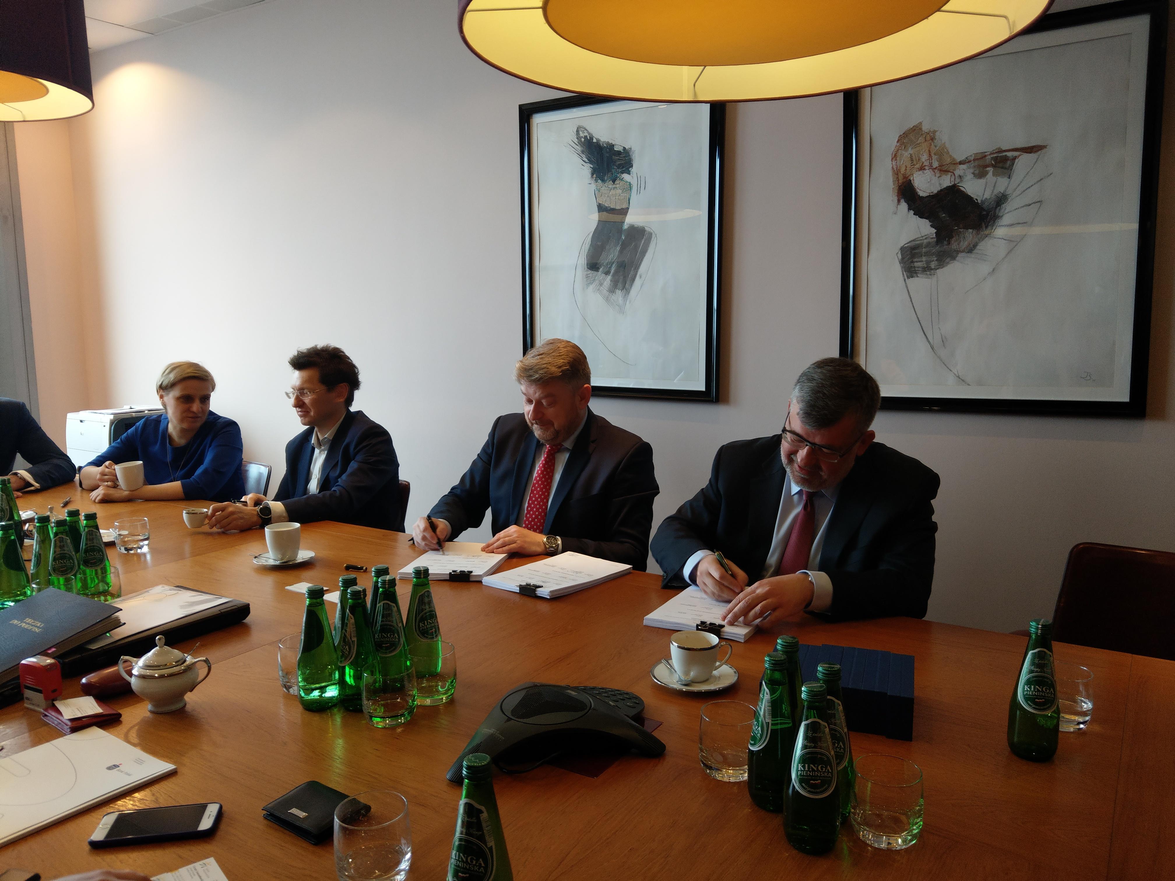 Umowę kredytową samorządowa spółka podpisała w poniedziałek (26.03) (fot.mazowieckie.com.pl)