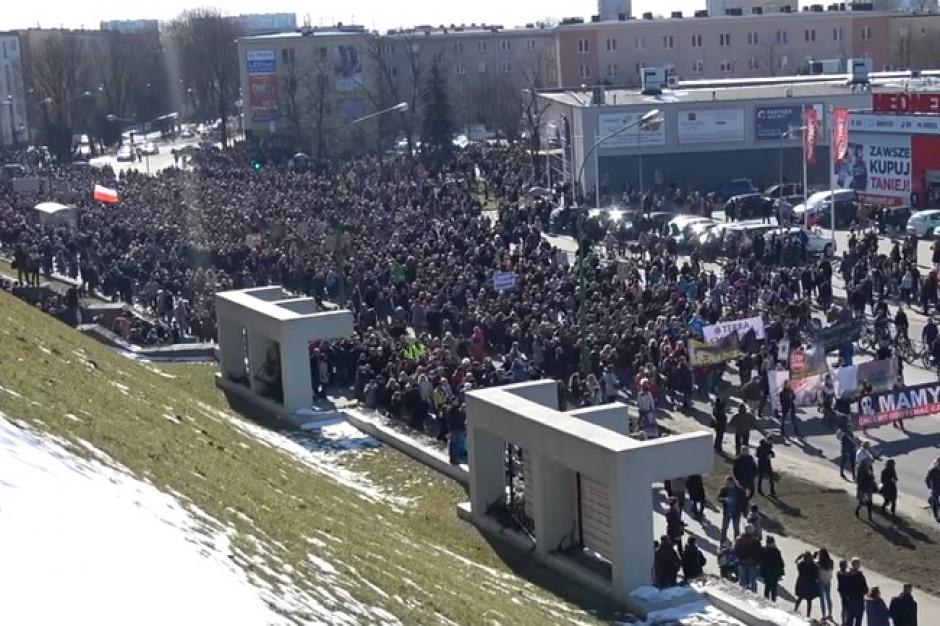 Gigantyczna manifestacja w Mielcu. Frekwencją zaskoczony nawet Robert Biedroń
