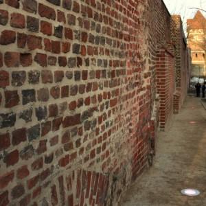 <p>Dokonano konserwacji i renowacji mur&oacute;w i baszt obronnych w obszarze dz. Stare Miasto</p>