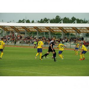 <p>Powstało też sztuczne pełnowymiarowe boisko treningowe oraz stadion piłkarski z trawiastą murawą.</p>