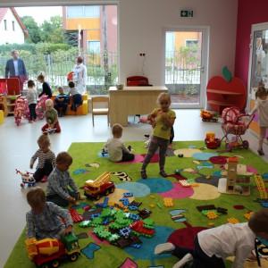 <p>W sumie w przedszkolu uczy się i bawi na co dzień aż 125 dzieci (fot. Adrian Lubszczyk)</p>