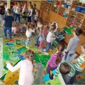 <p>Celem prowadzonej w projekcie edukacji w zakresie przyczyn i skutk&oacute;w zanieczyszczeń powietrza jest podniesienie świadomości mieszkańc&oacute;w także tych najmłodszych</p>