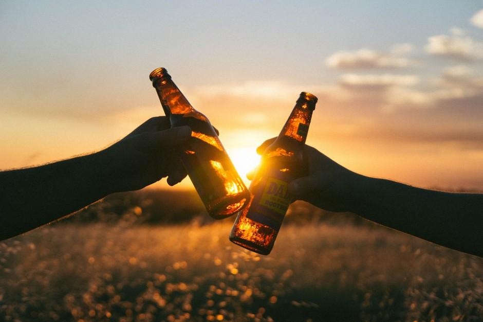 Poznań: radni wyznaczyli miejsca, w których nad Wartą można pić alkohol