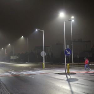 <p>Można ustawiać dowolne programy załączania i wyłączania oświetlenia oraz redukować natężenie światła w p&oacute;źnych godzinach nocnych.</p>