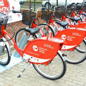 <p>Stacje wyposażone są łącznie w 30 miejsc postojowych, przy czym zakupionych zostało 20 rower&oacute;w miejskich.</p>
