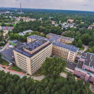 <p>W ramach zadania w 12 plac&oacute;wkach zdrowia wybudowane zostały instalacje solarne</p>