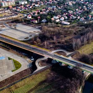 <p>Wybudowano najdłuższy w Legnicy most na rzece Kaczawie o długości 119,43 m i szerokości 15,35 m.</p>