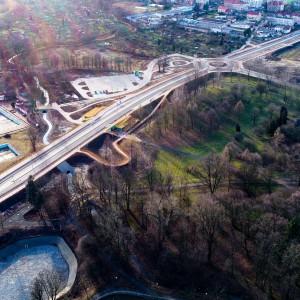 <p>W ramach zadania inwestycyjnego wybudowano odcinek drogi klasy technicznej Z o długości 1,6 km.</p>