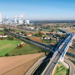 <p>Nowy przebieg drogi odciążył z ruchu pojazd&oacute;w ciężarowych dzielnicę Czarnowąsy, usprawnił komunikację i dojazd do Elektrowni Opole.</p>