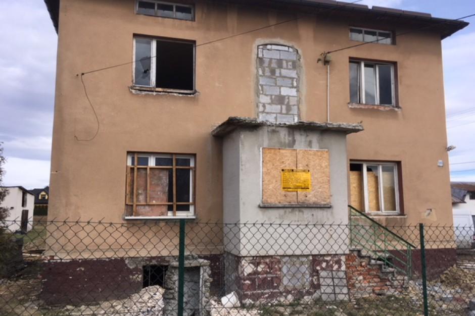 Niszczejące budynki przerobią na mieszkania socjalne