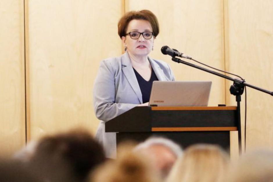 MEN: Plan podwyżek dla nauczycieli zgodnie z zapowiedziami