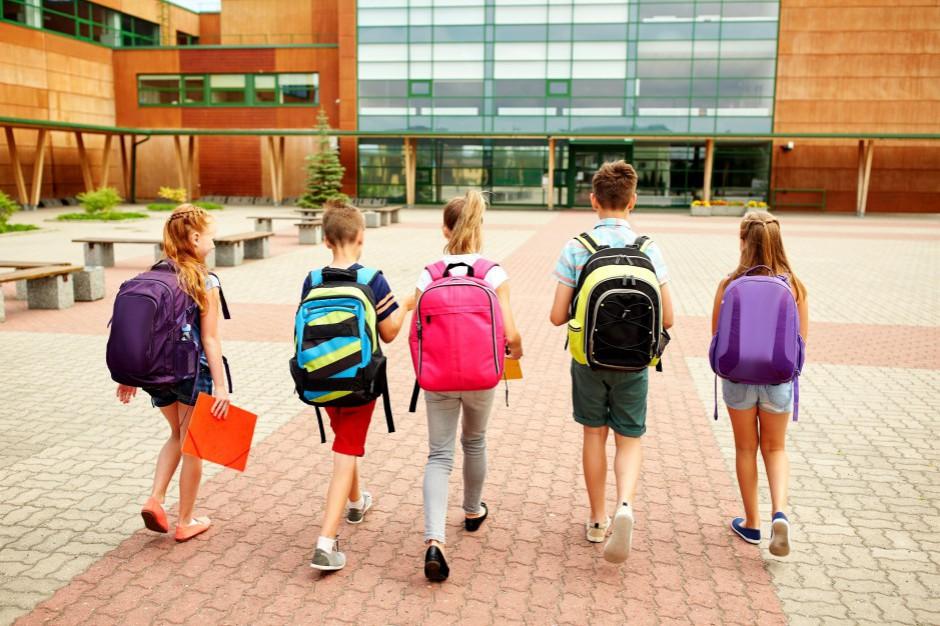 Dzieci cudzoziemców będą się mogły uczyć w szkołach publicznych. MSWiA rezygnuje ze zmiany przepisów