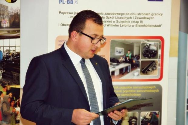 Patryk Lewicki został najmłodszym starostą w Polsce - kiedy obejmował urząd miał 24 lata. Rządził tylko 14 miesięcy (Fot. powiatsulecinski.pl)