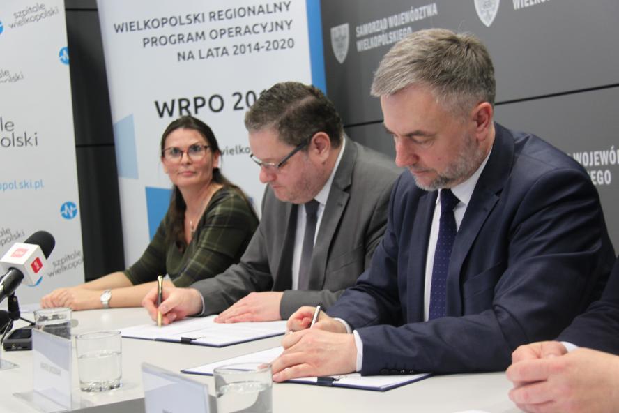 Umowa na współfnansowanie budowy szpitala dziecięcego podpisana ( Fot. Urząd Marszałkowski Woj. Wielkopolskiego)