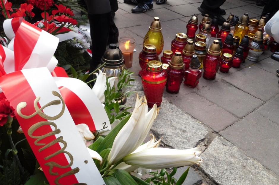 Warszawa: Samorząd upamiętnił ofiary katastrofy smoleńskiej
