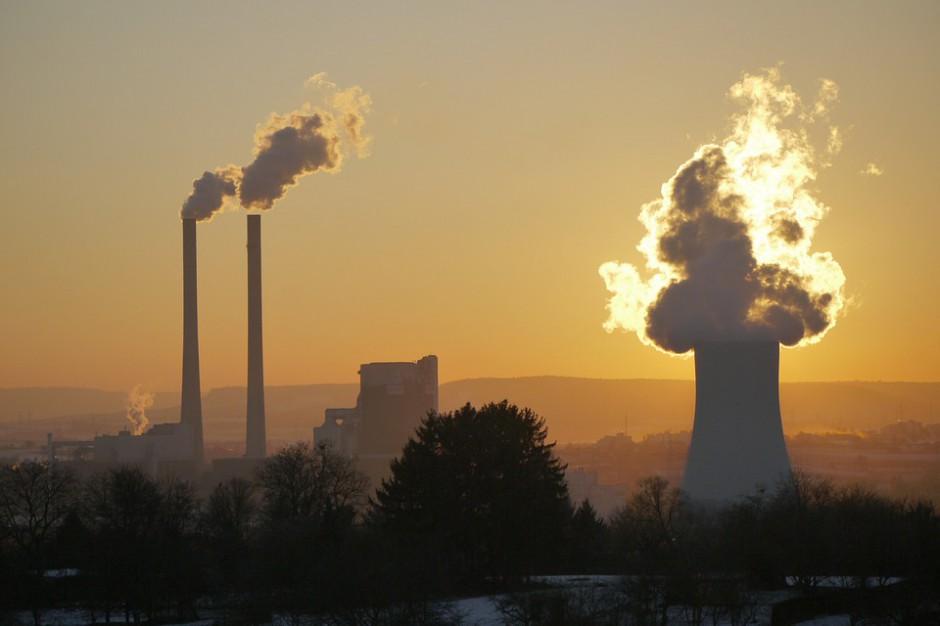 Gminy i skarb państwa czekają setki procesów. Milionowe odszkodowania za smog?