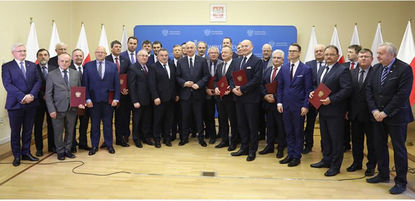 - Chcemy być wsparciem dla samorządów w sytuacjach trudnych i kryzysowych. Jestem spokojny, że przekazane środki będą wydane rozważnie - podkreślił minister Brudziński podczas spotkania z małopolskimi samorządowcami. (fot.mswia.gov.pl)