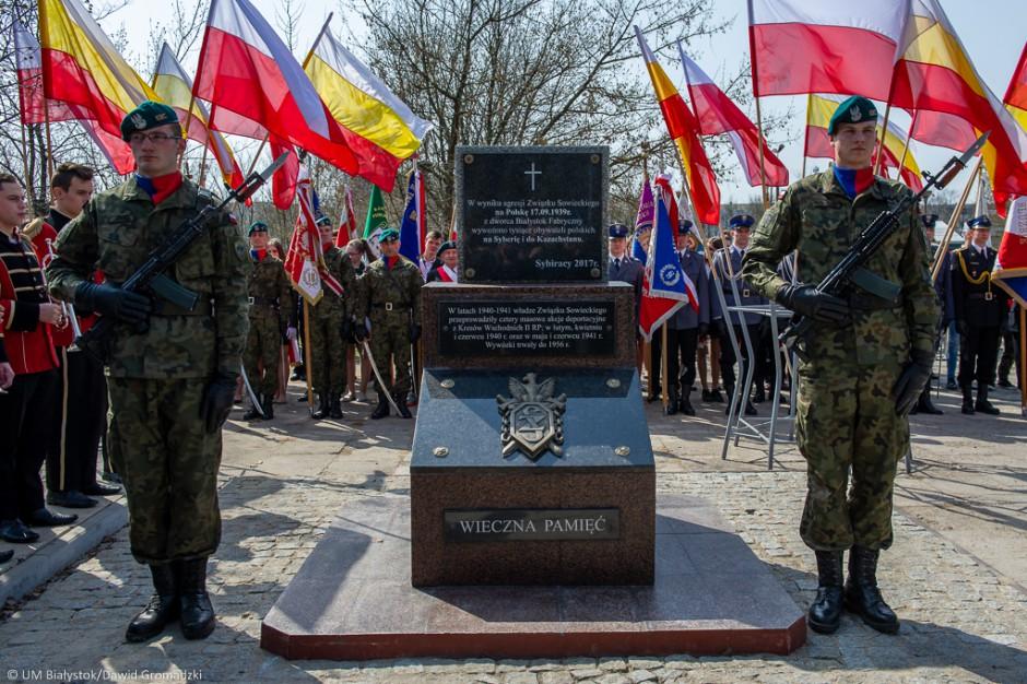 Białystok. Przy dworcu stanął pomnik pamięci Sybiraków