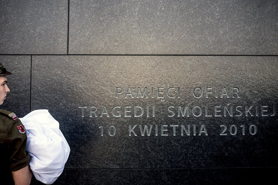 Jacek Sasin: Brakuje zgody ratusza, by podświetlić Pomnik Ofiar Tragedii Smoleńskiej