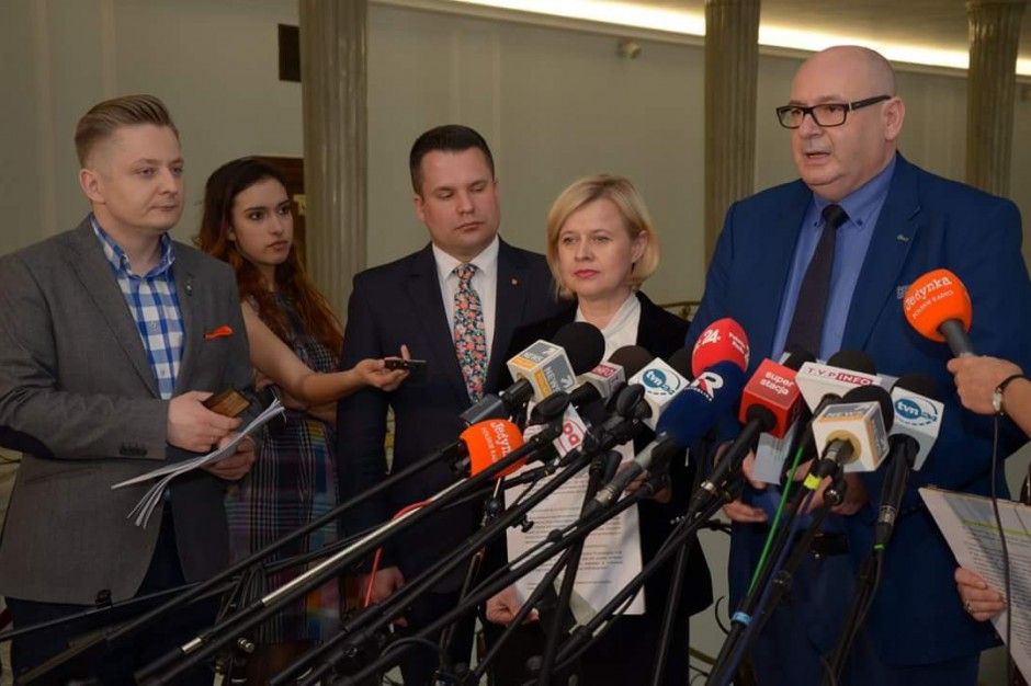 PSL składa petycję do władz PiS w sprawie ratowania lotniska w Modlinie
