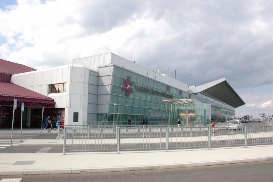 Warszawa, Lotnisko Chopina: Przy lotnisku powstał pierwszy pięciogwiazdkowy hotel