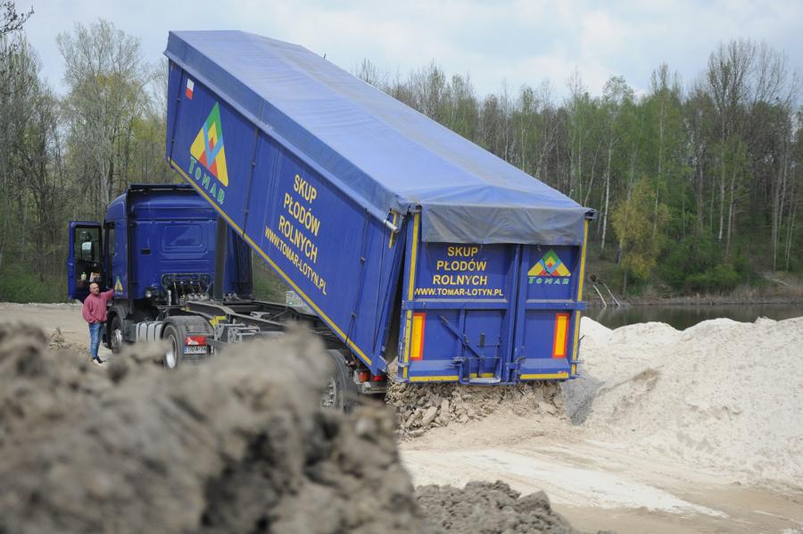 Pierwsza partia piasku już dotarła do Częstochowy/ Fot. UMC