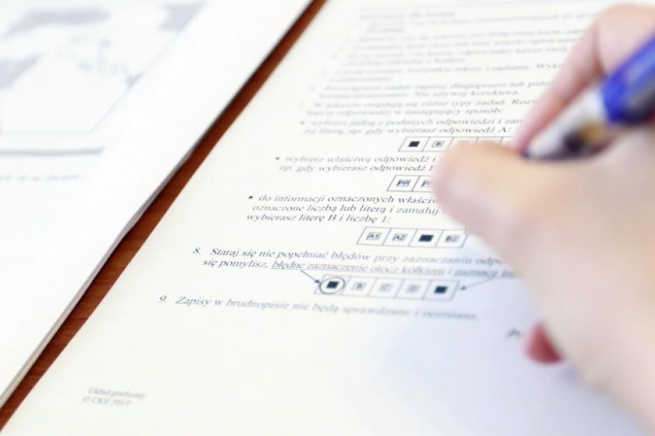 Informacja o egzaminie gimnazjalnym pojawiła w mediach. Uczniowie będą powtarzać test