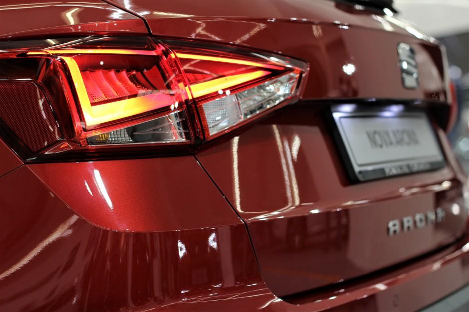 Polacy kupują coraz więcej nowych aut