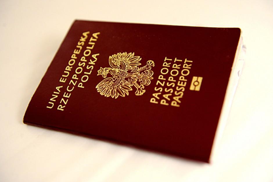 Kraków: Mieszkańcy mogą jednocześnie wyrobić paszport i EKUZ