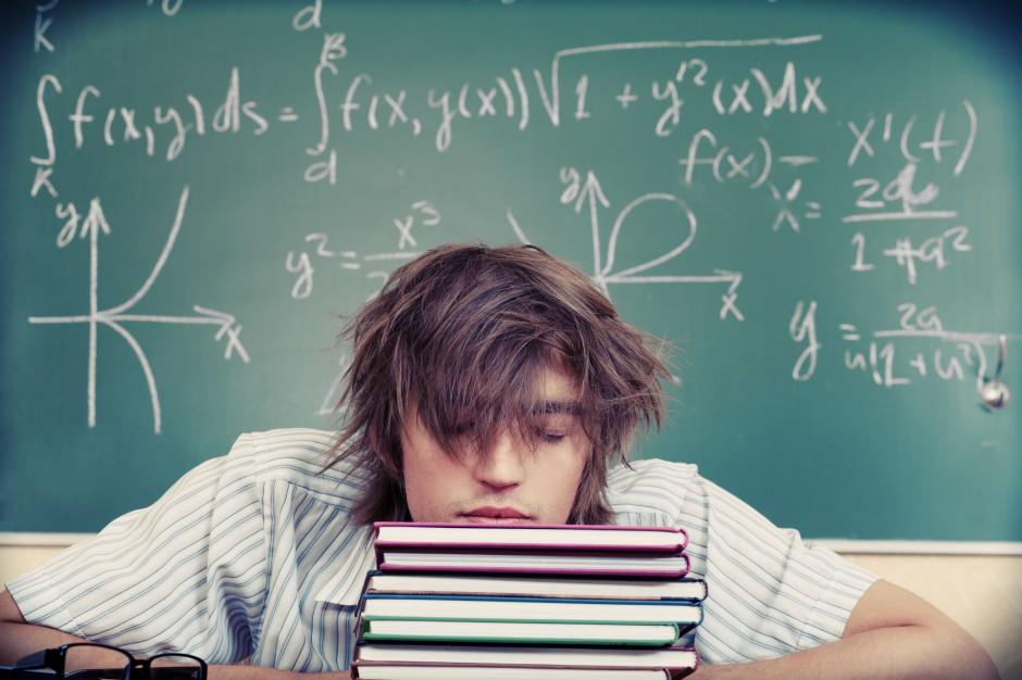 Egzamin gimnazjalny 2018: Uczniowie piszą egzamin z wiedzy matematyczno-przyrodniczej